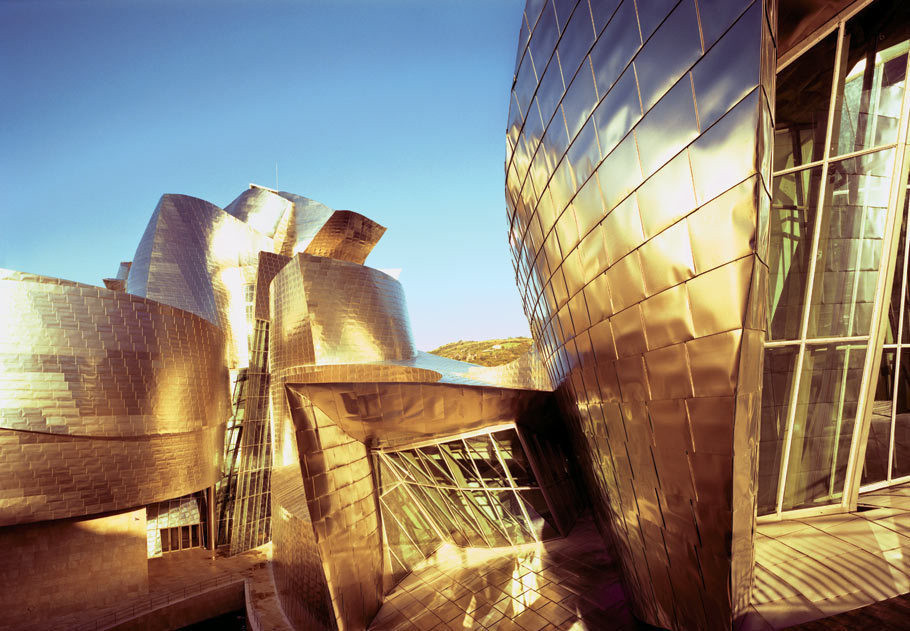 """Gehry on Art, Curvy Walls and """"Jumping Off the Cliff"""", Gehry's Guggenheim Bilbao maybe incredibly sculptural - but apparently it isn't sculpture. Image © Peter Knaup"""