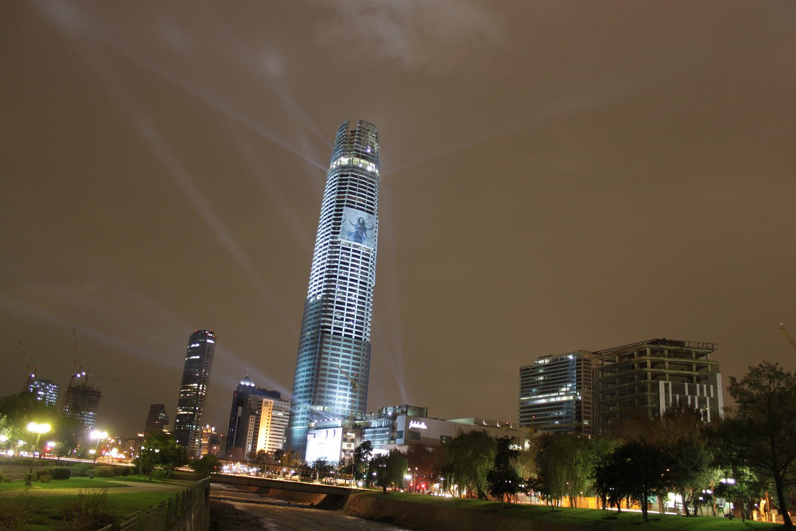 Torre Gran Santiago del complejo Costanera Center (2006-). Image © Felipe Araya [Flickr]