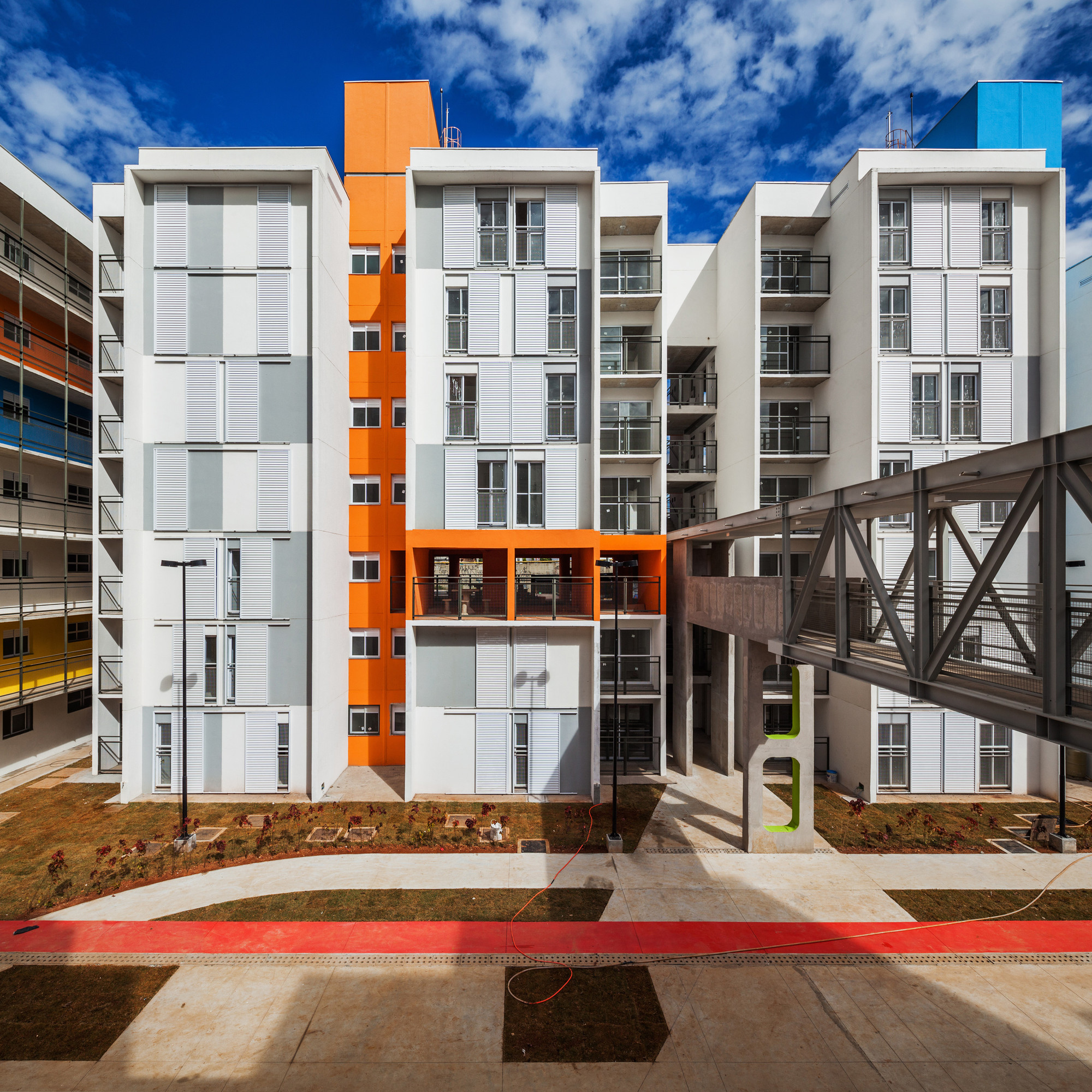 Heliópolis Social Housing / Biselli Katchborian Arquitetos, © Nelson Kon