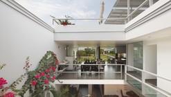Flower House / Gómez de la Torre & Guerrero Arquitectos