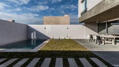Sebastian Patiño House / Adolfo Mondejar
