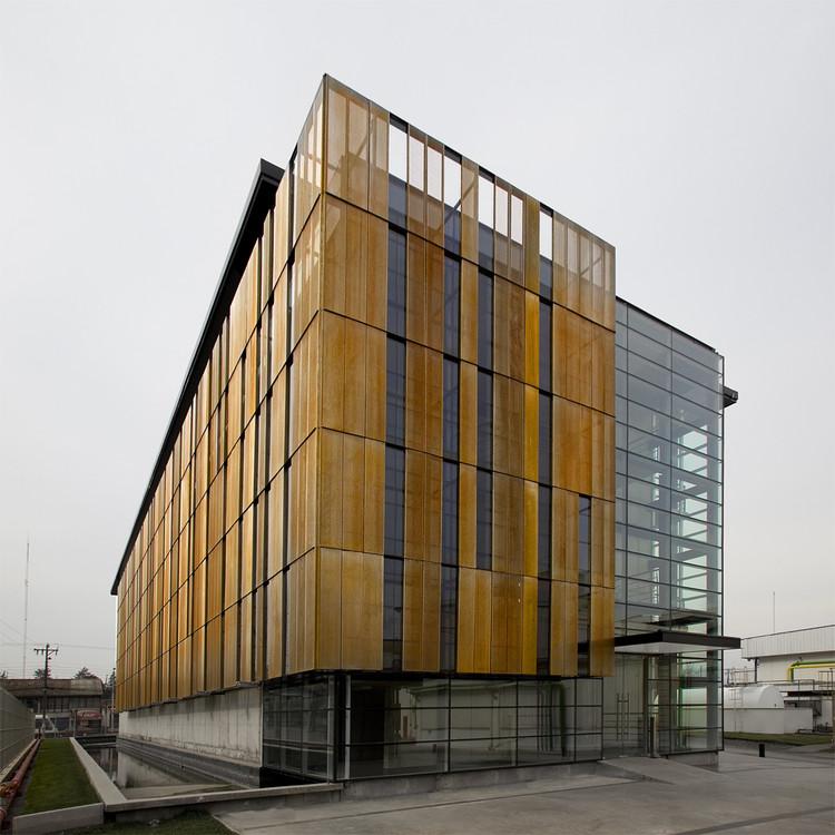 Edificio Block Social Nestlé / GH+A Guillermo Hevia Arquitectos. Image © Cristián Barahona
