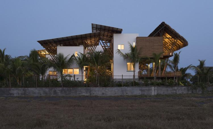Casa de Playa en Guatemala   / Christian Ochaita  + Roberto Gálvez, © Víctor Martínez