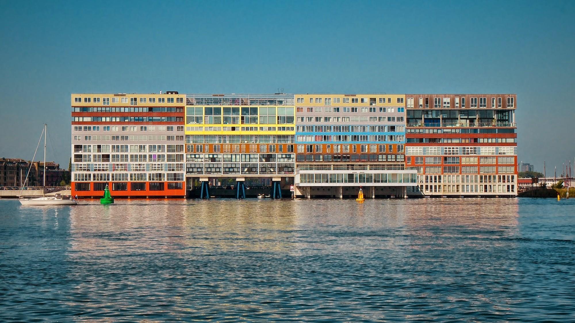 Un nuevo estilo arquitectónico para la era del individualismo, MVRDV's Silodam in Amsterdam. Image © Flickr CC User pnwbot