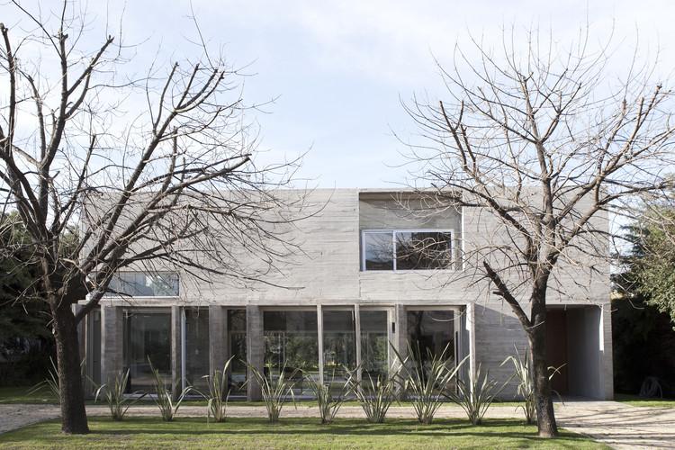 Casa Torcuato / BAK arquitectos, © Inés Tanoira