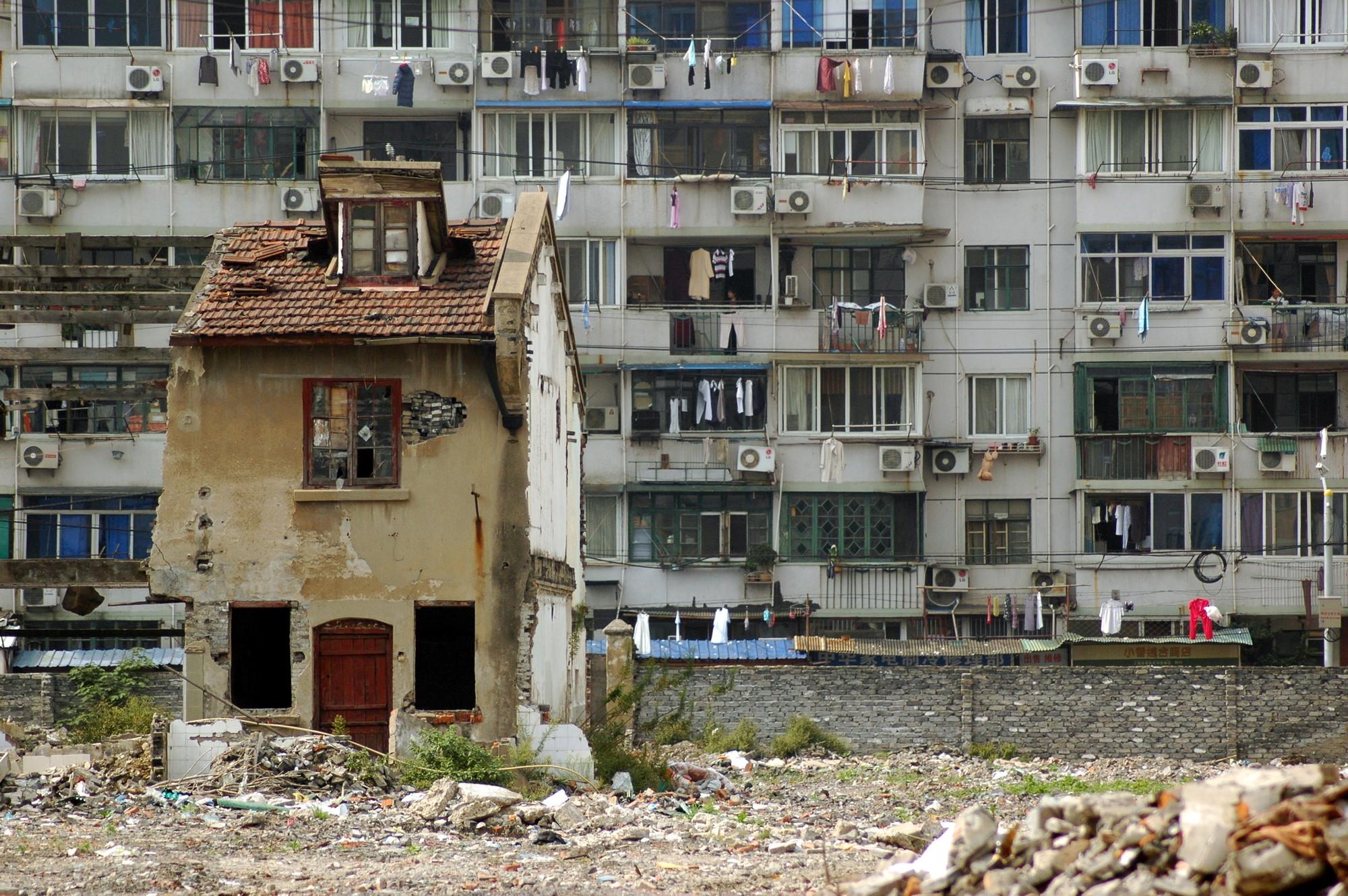 Casa clavo, la resistencia china a la expulsión inmobiliaria, Shanghái. Image © triplefivedrew (Flickr)