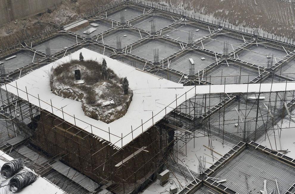 Tumba relocalizada para la construcción de proyecto inmobiliario en antiguo cementerio de Taiyuan. Image © Vía The Atlantic