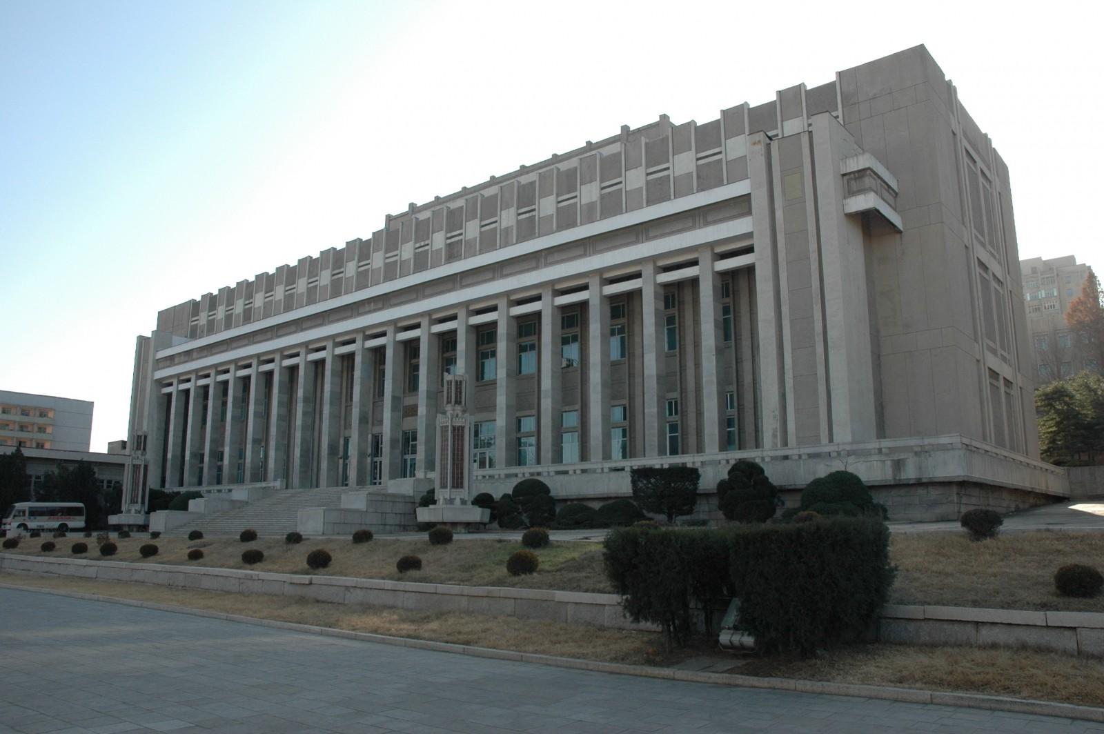 """Museo del Metro de Pyongyang: """"Una gran y majestuosa estructura en Pyongyanguseum dedicated to 'the Construction of the Pyongyang Metro'"""". Image Courtesy of Koryo Tours"""