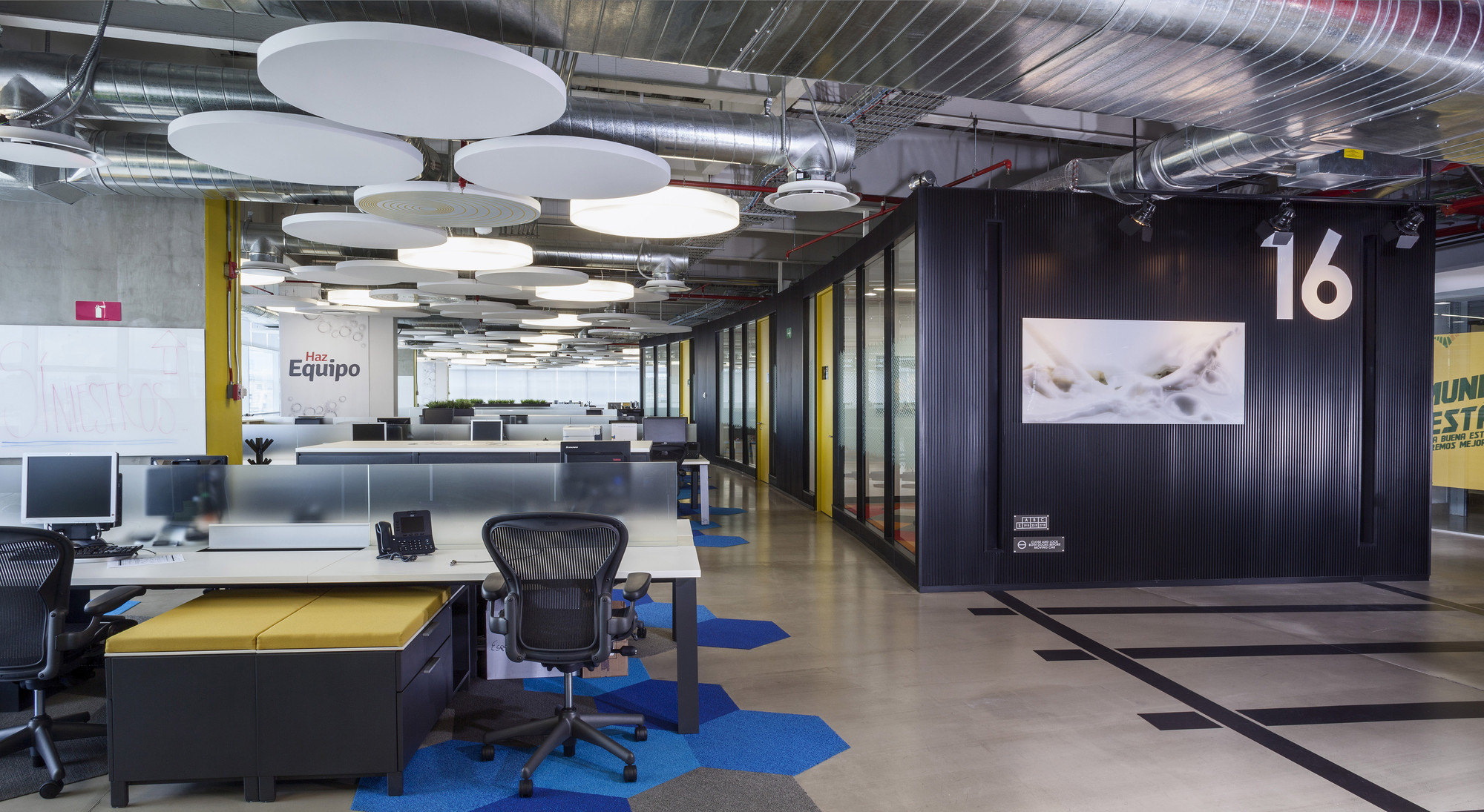 Gallery of grupo cp space 15 for Office 15 design