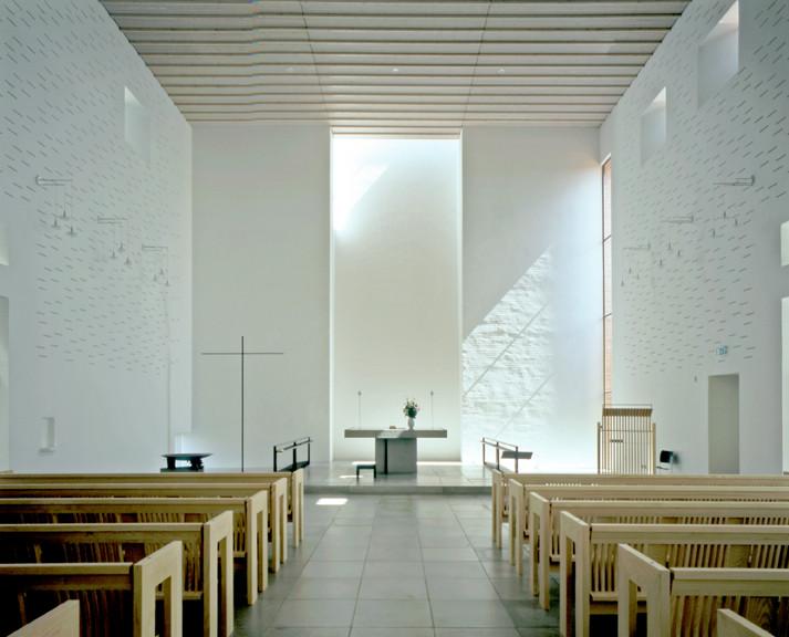 Light Matters: Whiteness in Nordic Countries, Dybkær Church, Silkeborg, Denmark. Architecture: Regnbuen Arkitekter. Image © Henry Plummer 2010