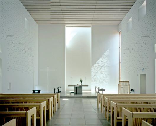 Dybkær Church, Silkeborg, Denmark. Architecture: Regnbuen Arkitekter. Image © Henry Plummer 2010