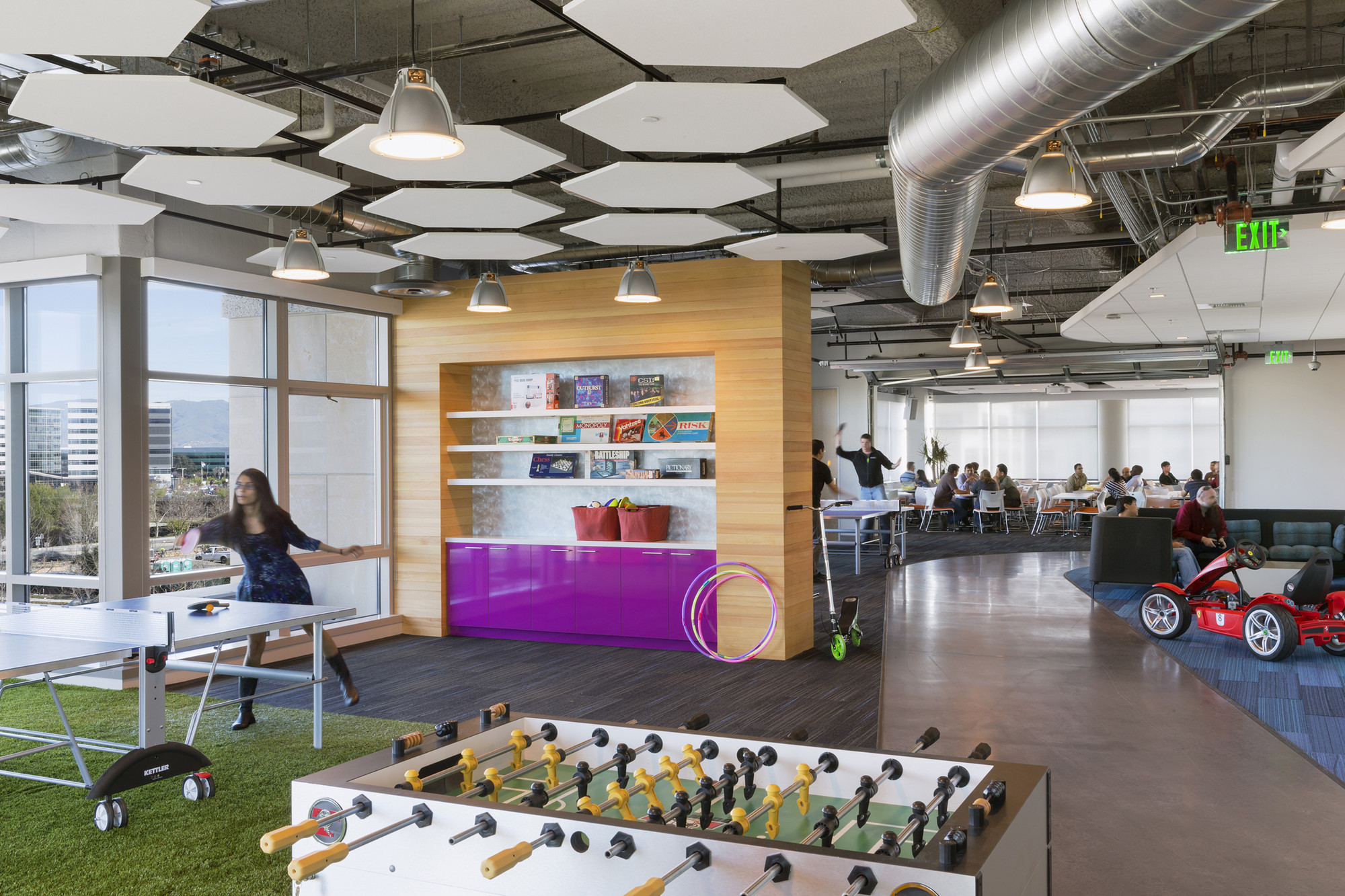 Godaddy silicon valley office des architects engineers for Indoor design games