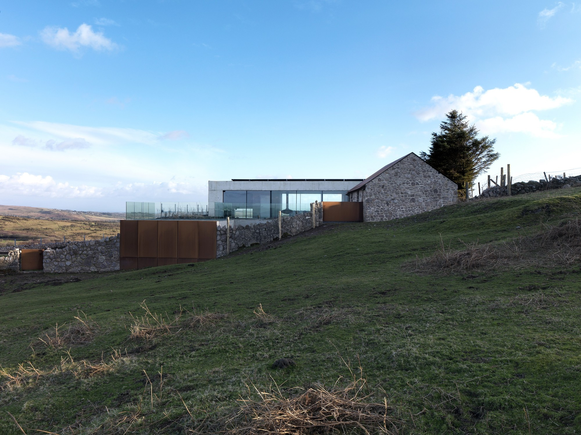 Stormy Castle / Loyn & Co Architects. Image © Charles Hosea