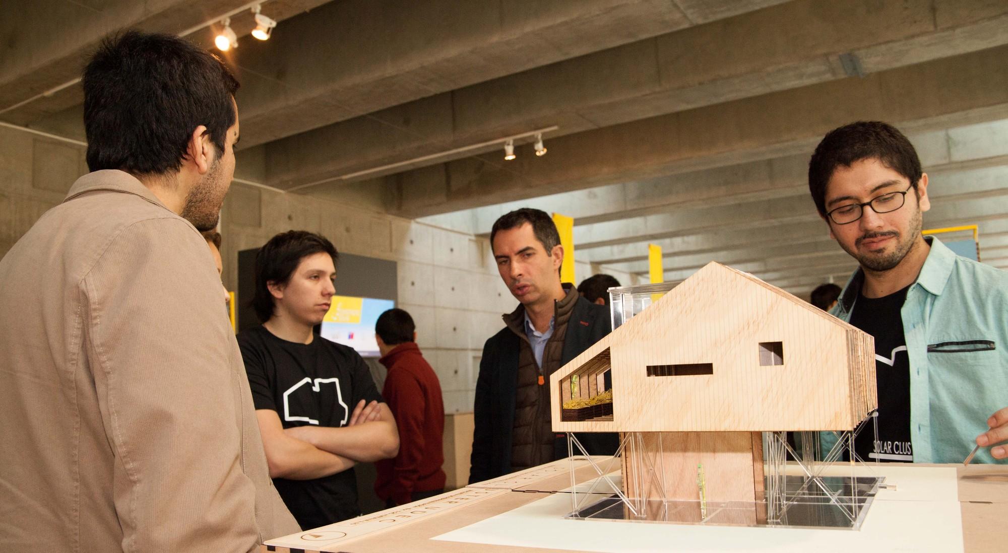Construirán diez prototipos de viviendas económicas sustentables en Santiago, Cortesia de Construye Solar