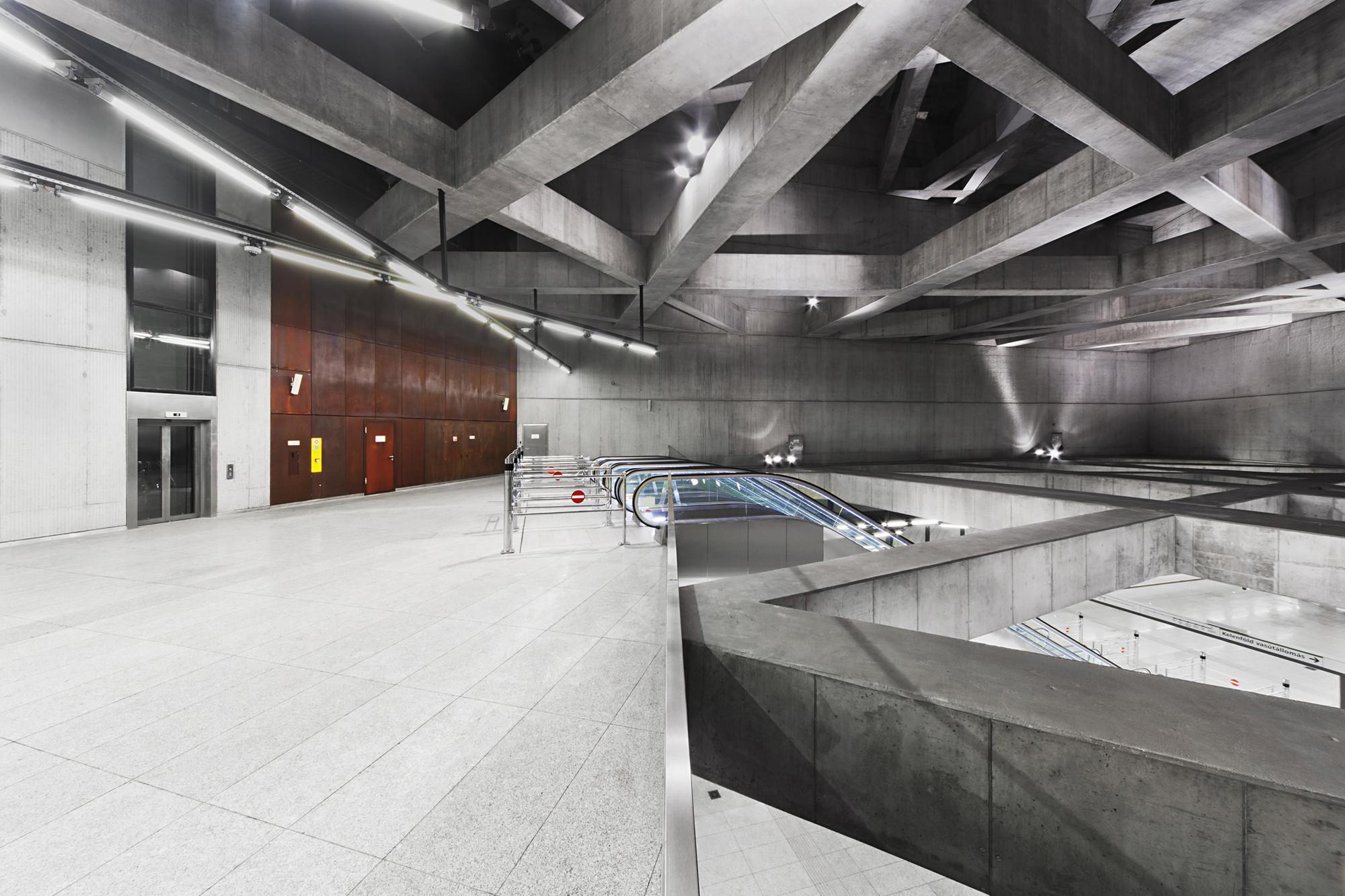 Estación Fovam. Imágen © Tamás Bujnovszky