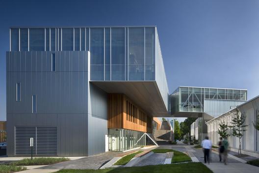The Bertram and Judith Kohl Building / Westlake Reed Leskosky. Image © Nic Lehoux