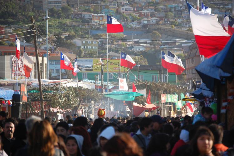 Ramadas en Valparaíso (2011). Image © Jorge Paredes [Flickr]