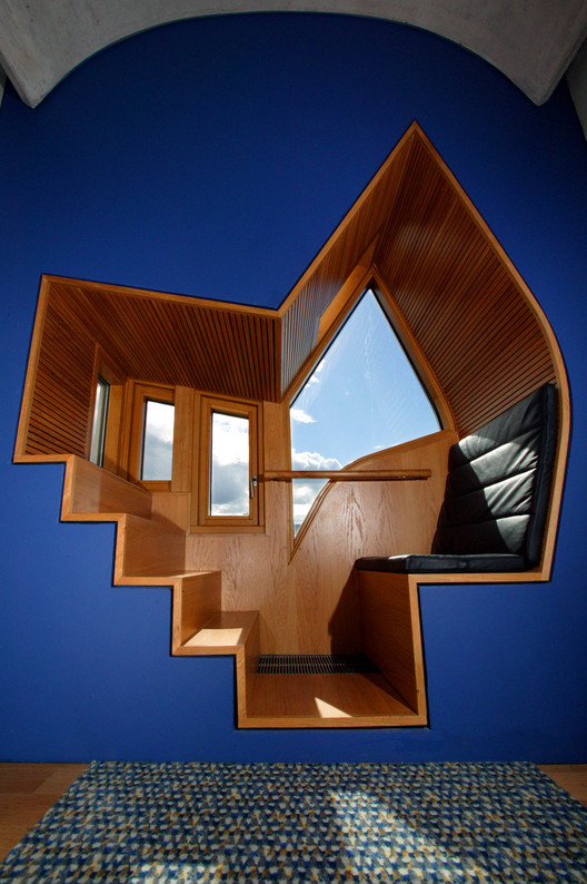 Ventana asiento en una oficina MSP. Image © Scottish Parliamentary Corporate Body - 2012