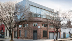 Multifamily Building and Store / Risso+Carasatorre+Risso