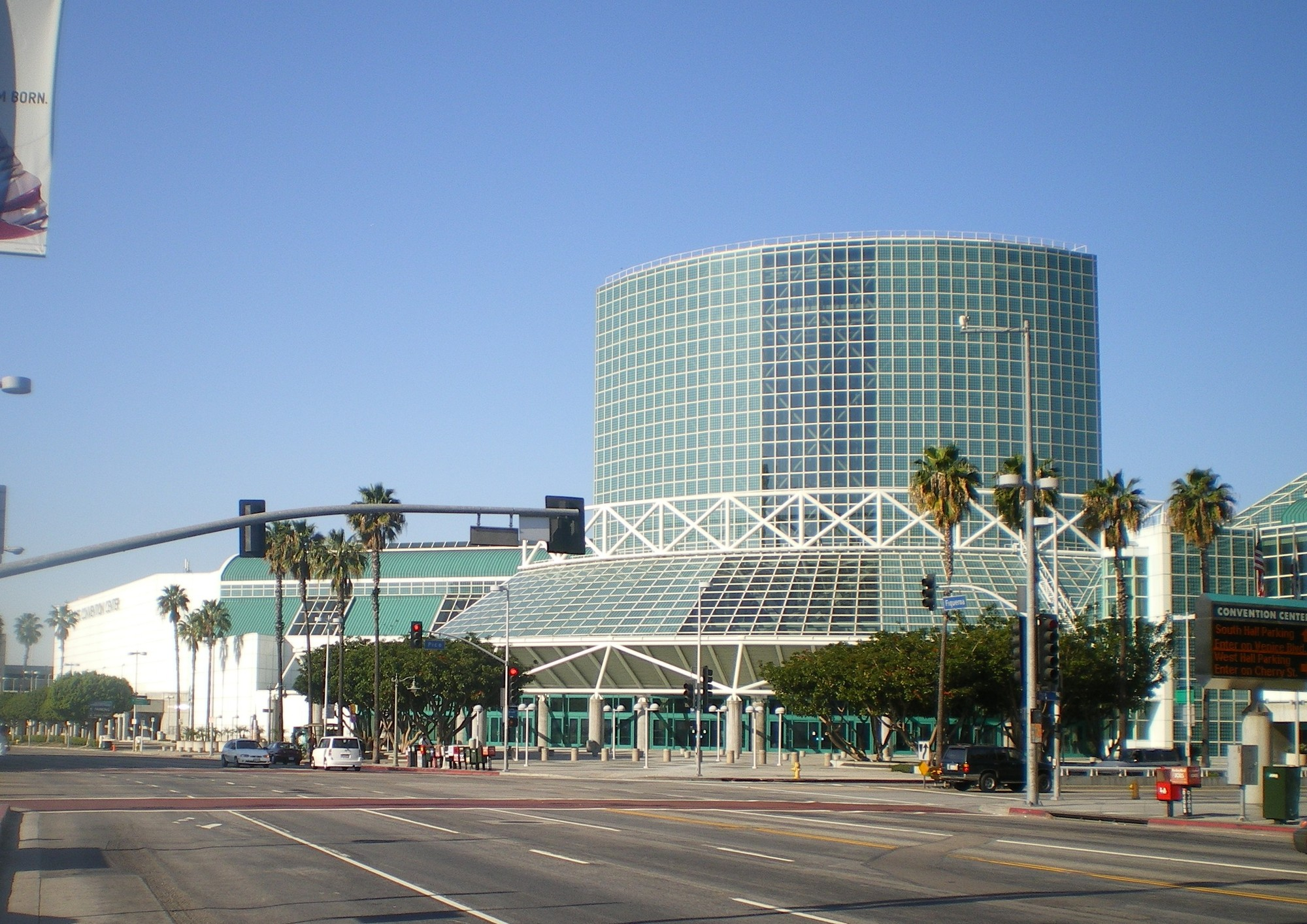 Three-Team Shortlist Selected to Redevelop LA's Convention Center, © Wikimedia CC User Cbl62