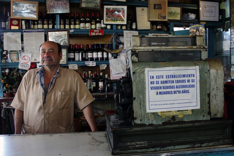 Jaime Antonio Carrasco, primo hermano de Maribel Carrasco, quien también trabaja en El Negro Bueno. Image © Gonzalo Rubio [Flickr]