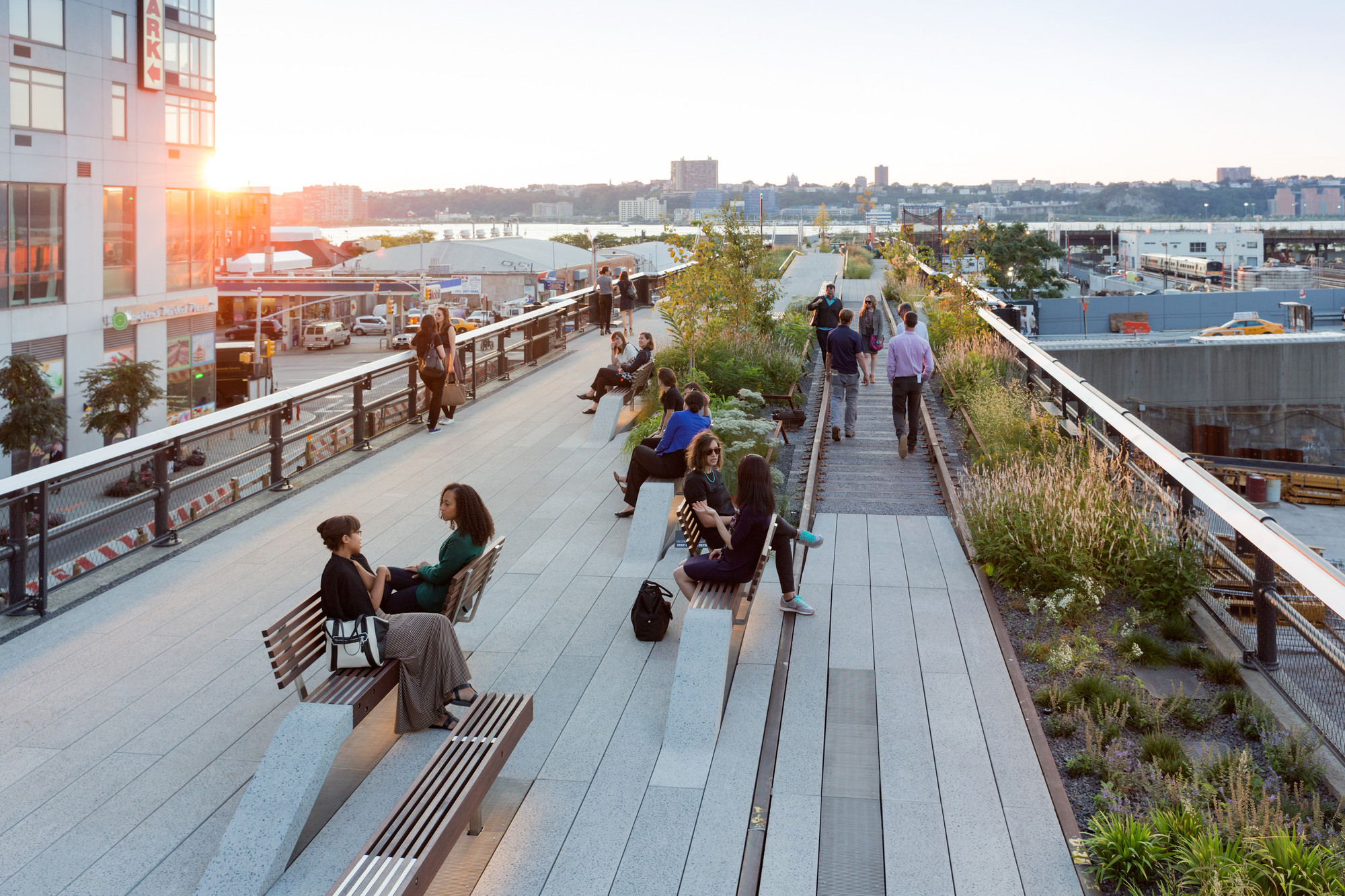 View looking west at sunset. Conversation benches and a Rail Track Walk are visible. Image © Iwan Baan, 2014 (Section 3)