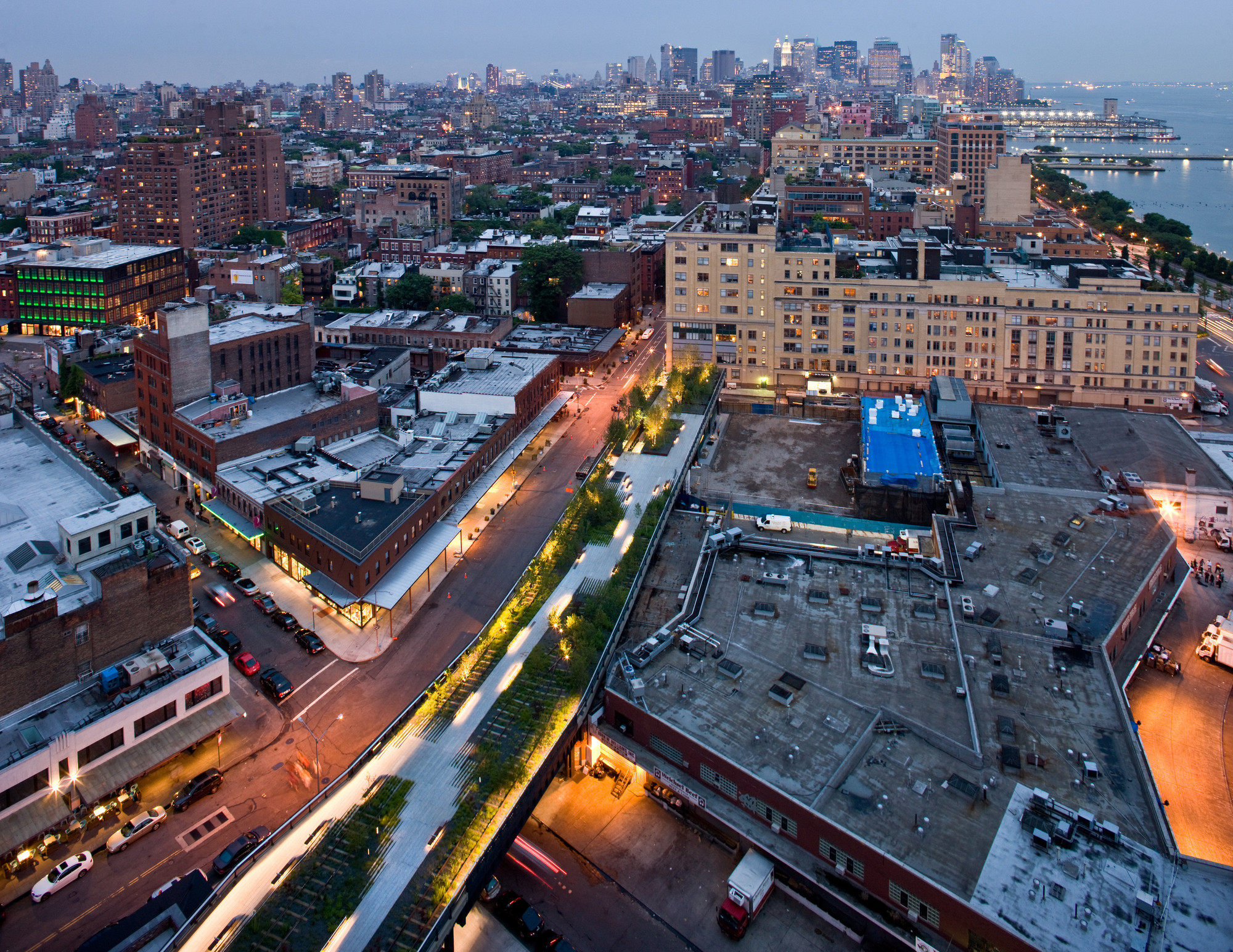 Gansevoort Woodland at Night, Aerial View from Gansevoort Street to West 13th Street, looking South. Image © Iwan Baan, 2009 (Section 1)