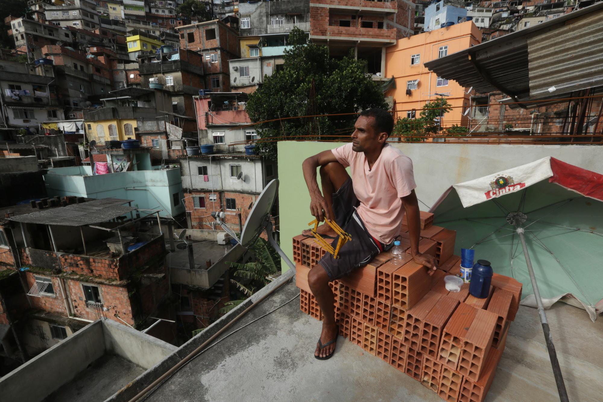 """Serie """"Arquitectura Rebelde"""" de Al Jazeera: Capítulo 6, """"El Albañil y el Planificador Urbano"""", Cortesía de Al Jazeera"""