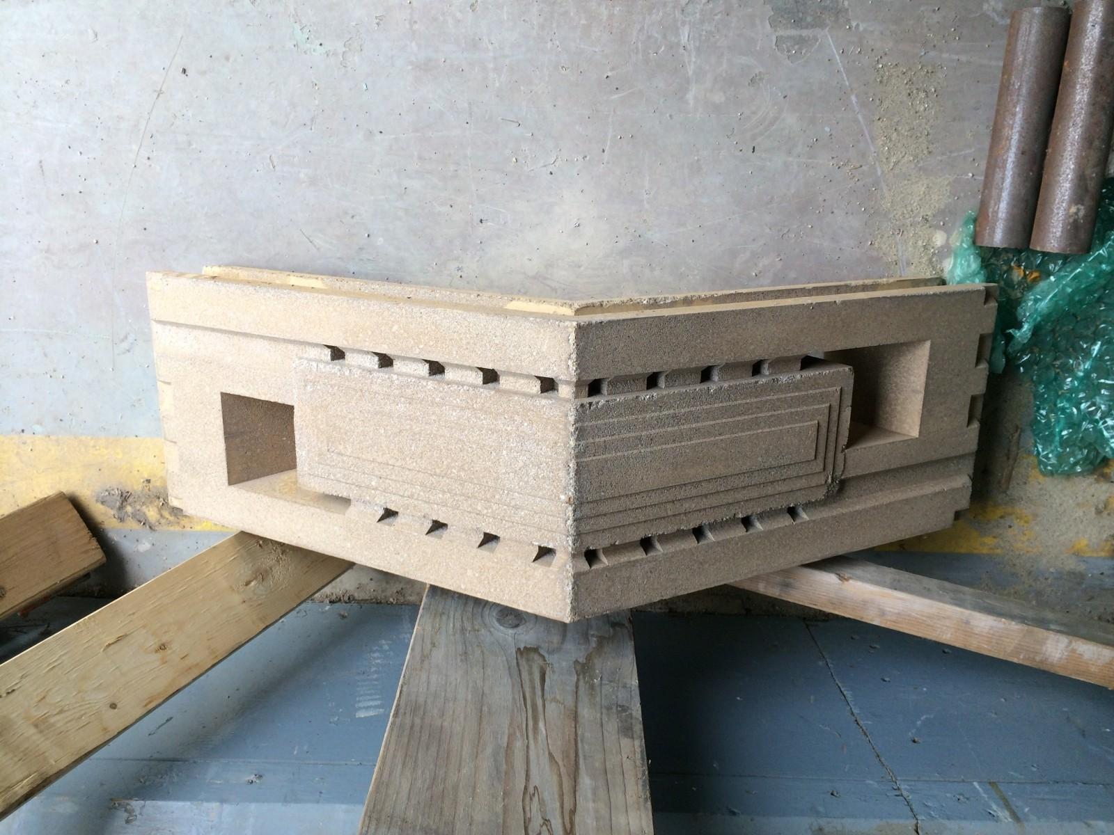 Una prueba inicial de un típico bloque de esquina para utilizar en la capilla. Imagen © Mesick Cohen Wilson Baker Architects (MCWB)