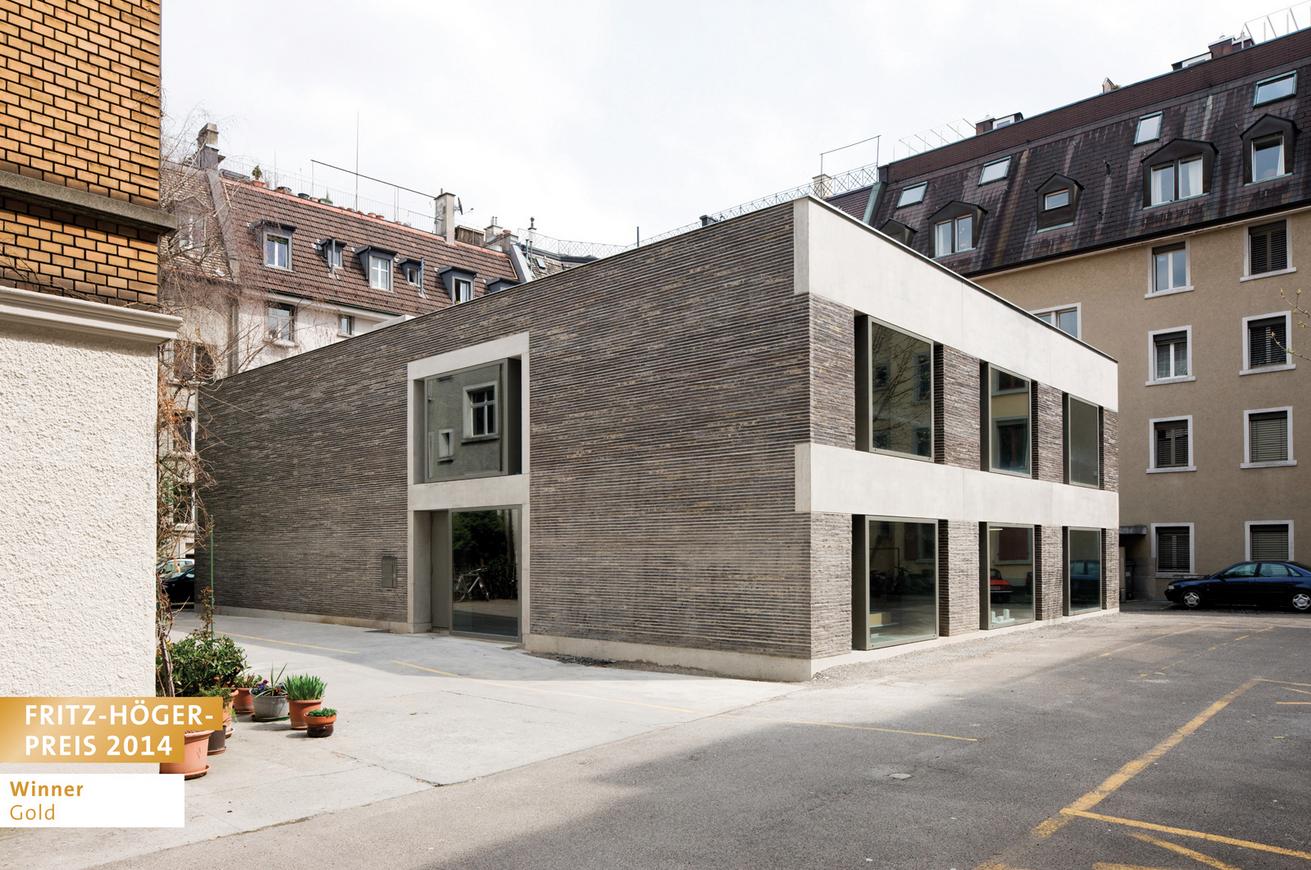 Boltshauser Architekten, Zürich, Schweiz | Umbau Atelierhaus Dubstraße en Zurich, Schweiz © Beat Bühler