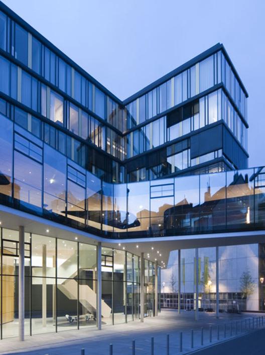 materiales fachadas como sistema de control solar pasivo archdaily m xico. Black Bedroom Furniture Sets. Home Design Ideas