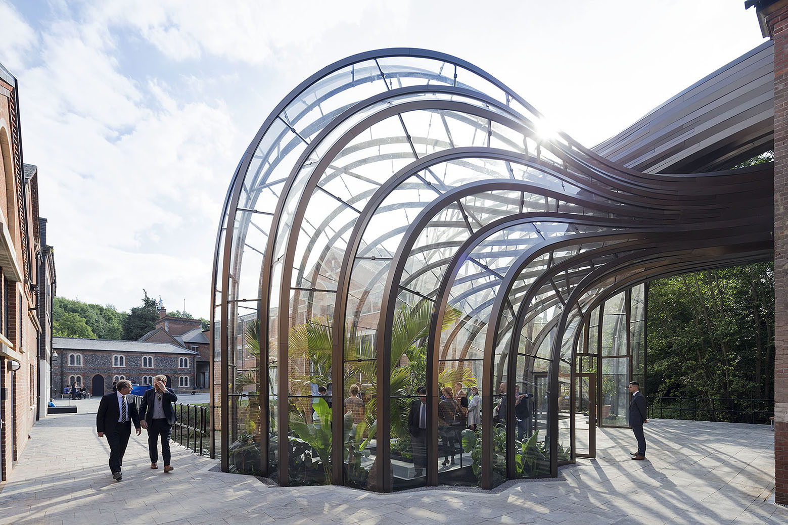 Bombay sapphire distillery heatherwick studio archdaily for Architectural greenhouse