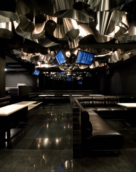 Iluminación decorativa: Aluminium Flower Garden (Japón) / Moriyuki Ochiai Architects