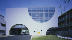 Escuela White Rose / Naoko Horibe Associates