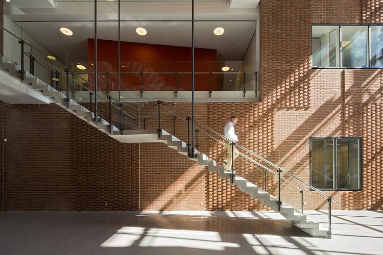 Instituto Danés de Investigación de Carne / C.F. Møller Architects, Cortesía de C.F. Møller Architects