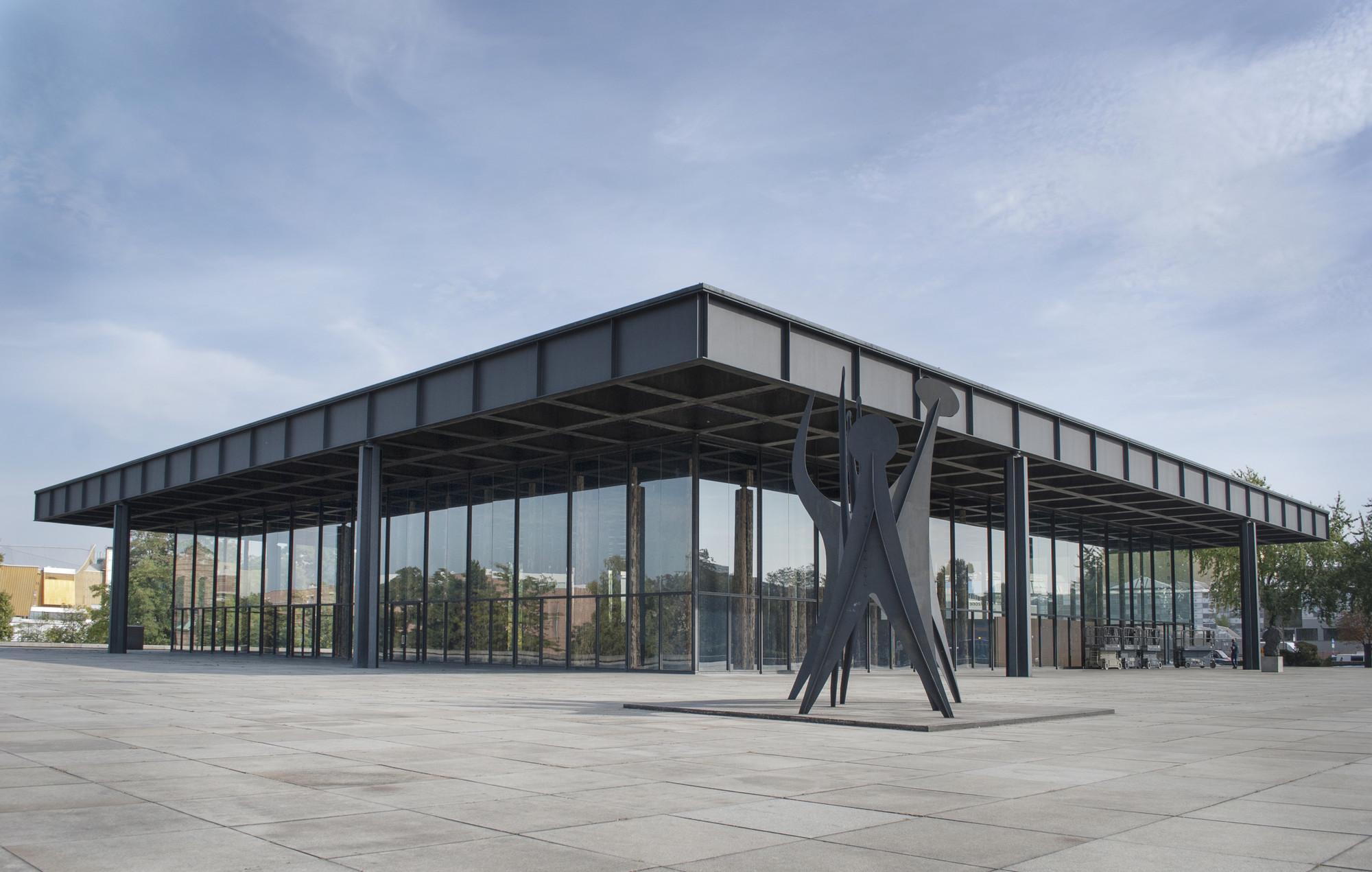 """""""Sticks and Stones"""" de David Chipperfield, juega con la estructura de Van Der Rohe en Berlín, © Gili Merin"""