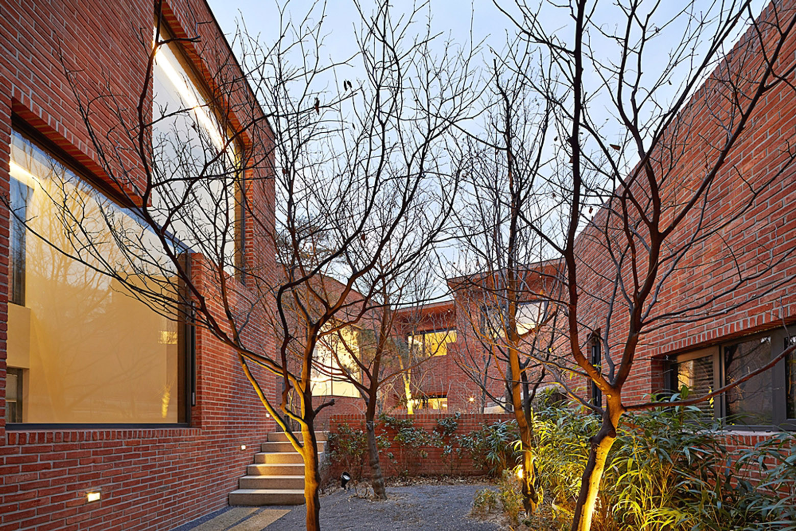 Fortress brick house wise architecture archdaily for Fortress house
