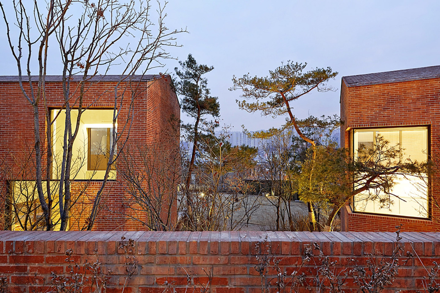 Gallery of fortress brick house wise architecture 19 for Fortress house