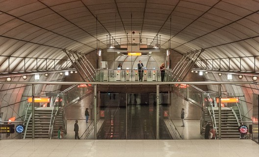 Last Thursday, Foster was awarded the BIA Award for his design of Metro Bilbao. Image © Flickr CC User Jacqueline Poggi