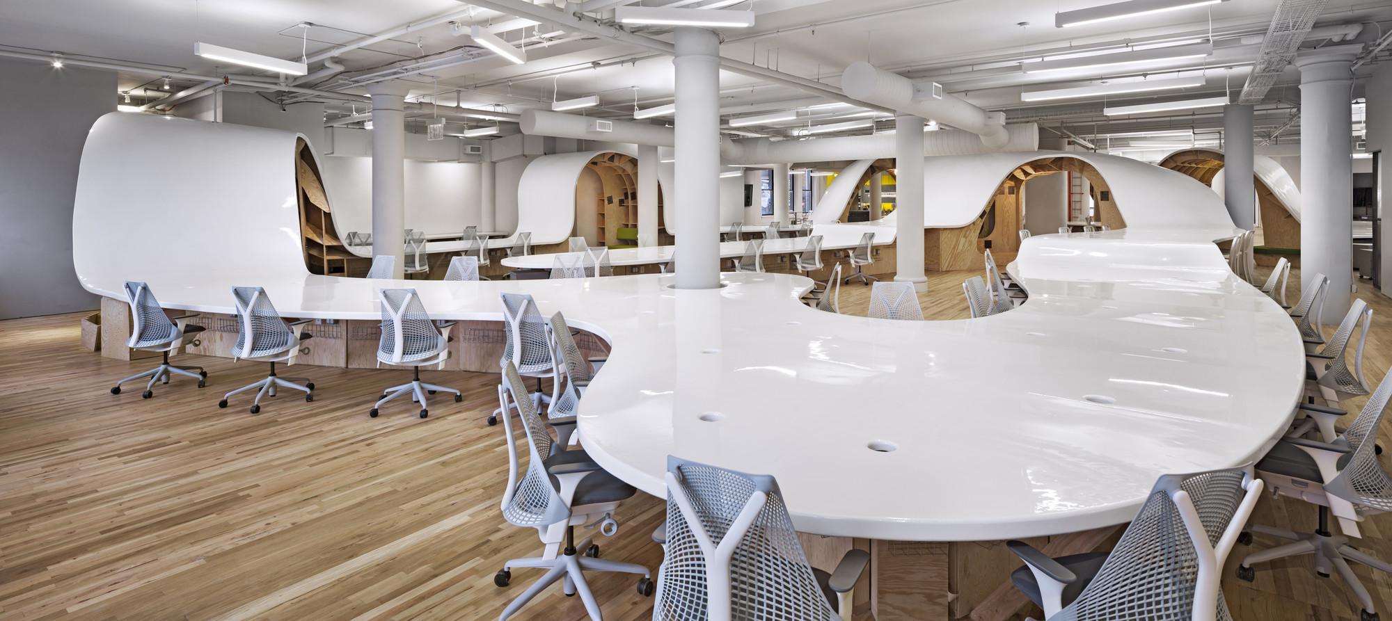 LO MEJOR en oficinas: The Barbarian Group; Nueva York, EEUU / Clive Wilkinson Architects. Imágen cortesía de INSIDE