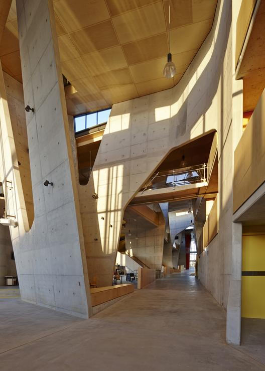 LO MEJOR en educación y salud: Escuela de arquitectura Abedian, Universidad Bond; Gold Coast, Australia / CRAB studio. Imágen cortesía de INSIDE