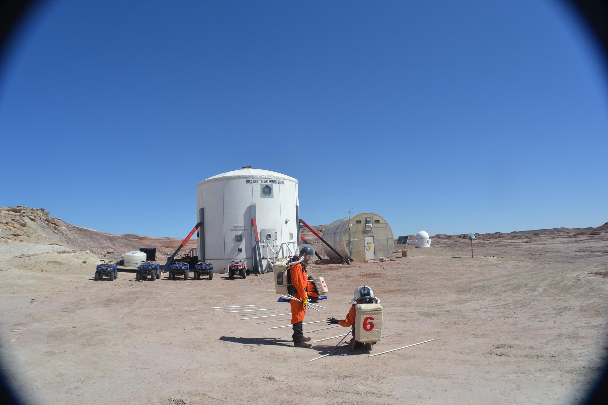 Arquitecta peruana desarrolla cubierta para rayos UV en estación de la NASA en Utah