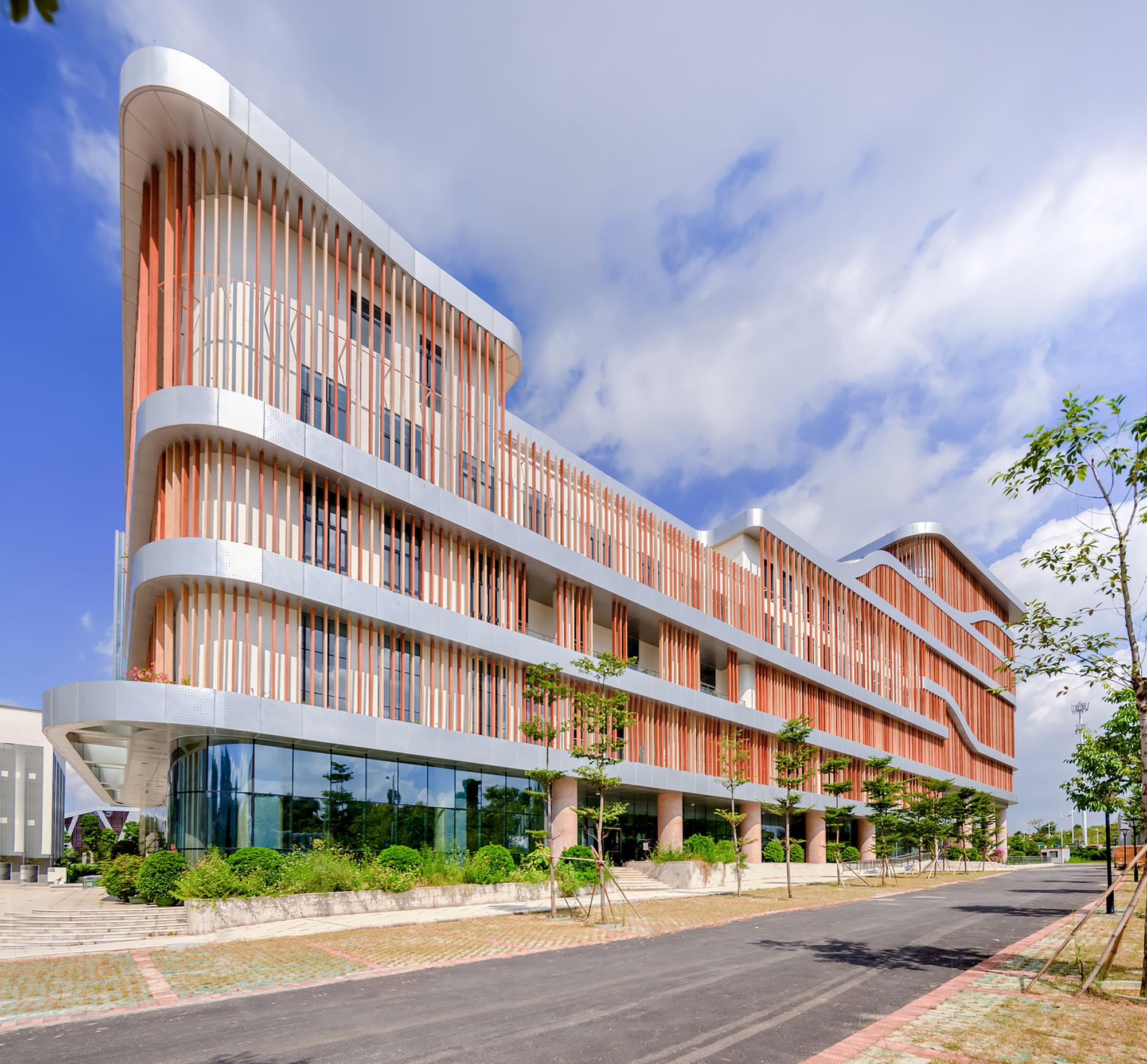 Senior center of guangxi atelier alter archdaily for Senior housing building plans