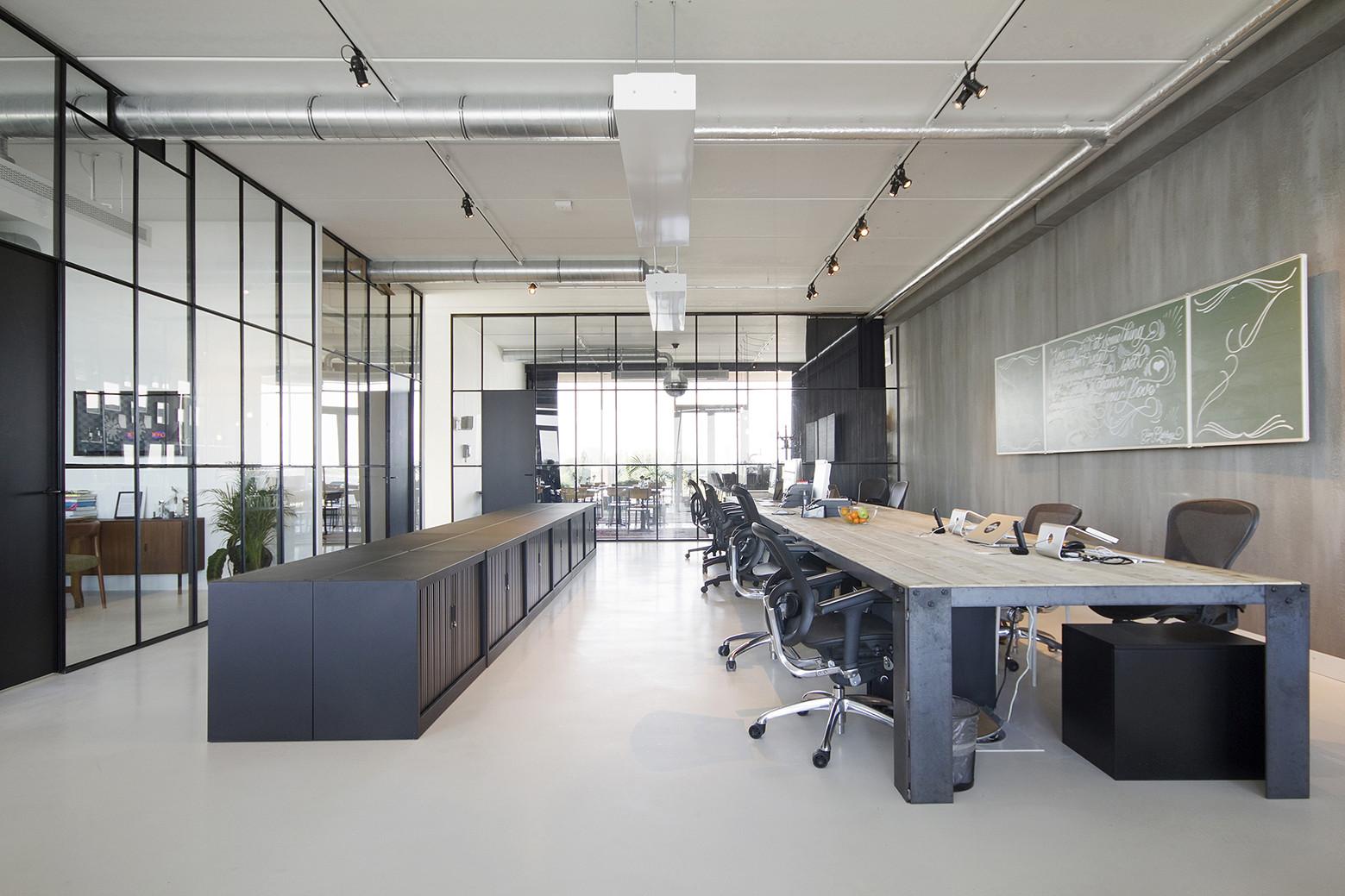 Brandbase dedato archdaily for Kantoor interieur ideeen