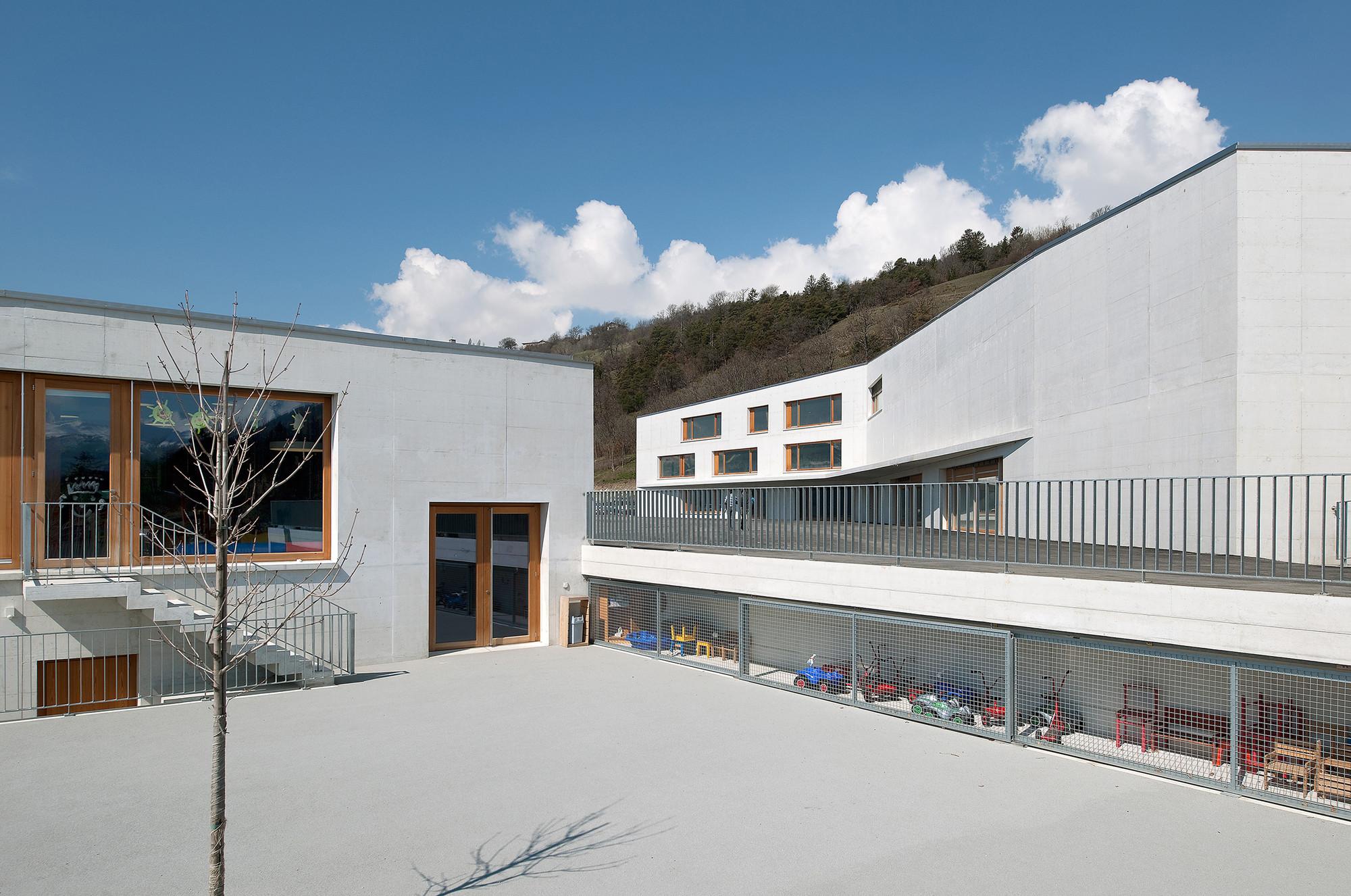 School Complex in Chermignon / Frei Rezakhanlou Architects, © Thomas Jantscher