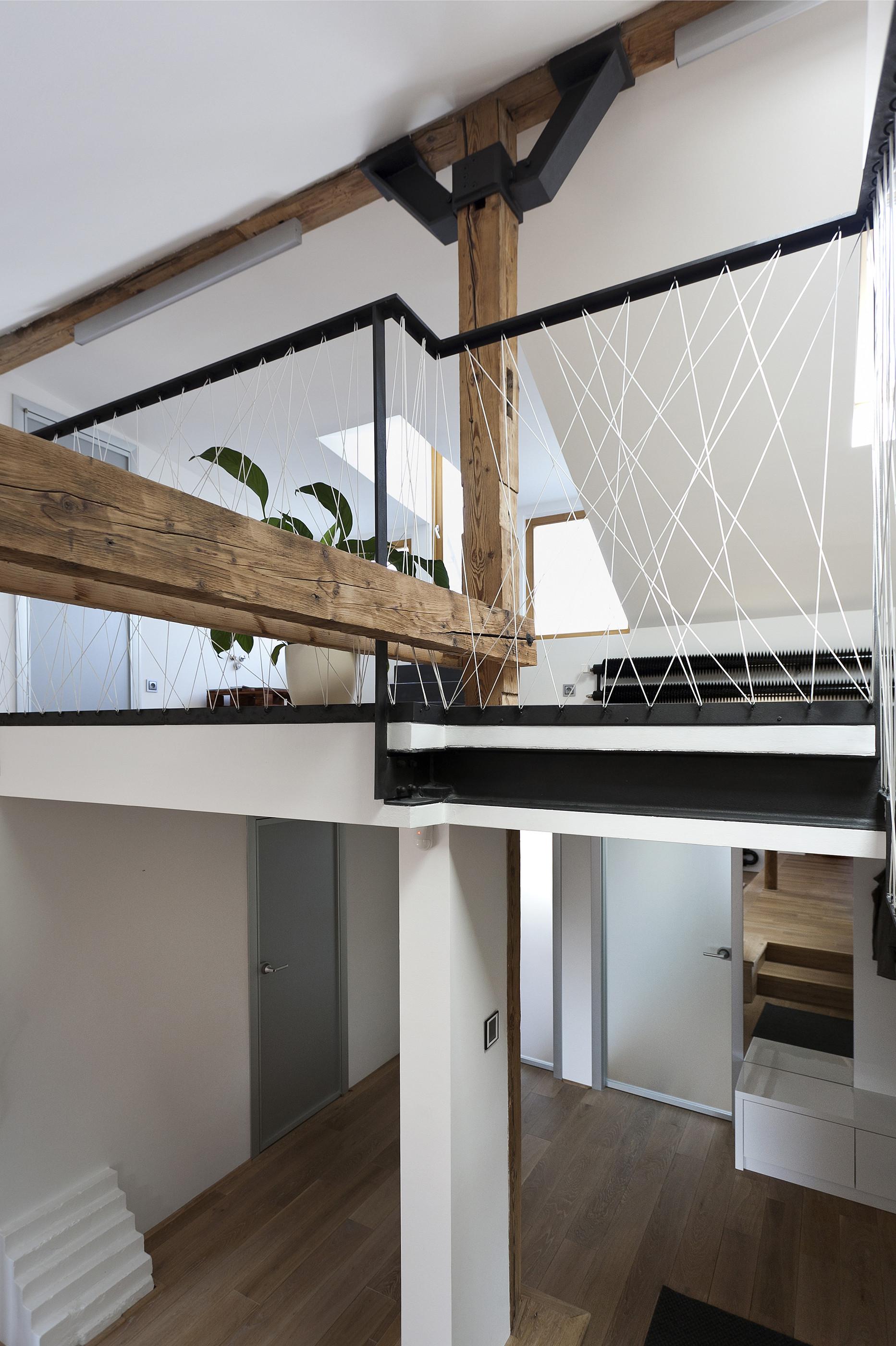 Gallery of attic loft reconstruction b architecture 4 for Architecture loft
