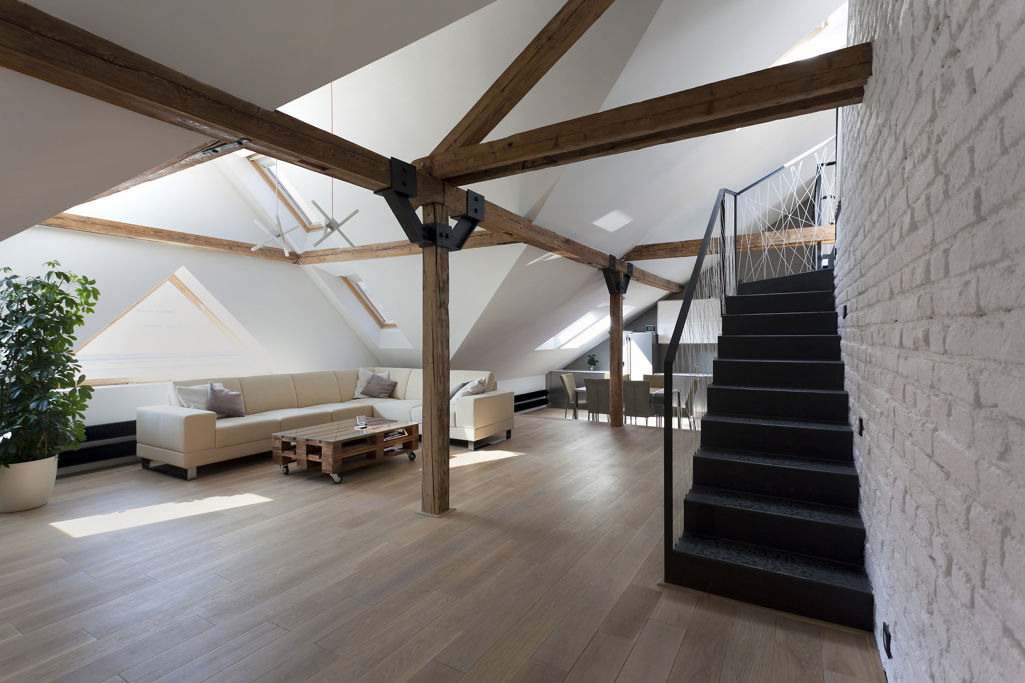Attic loft reconstruction b architecture archdaily for Space architecture