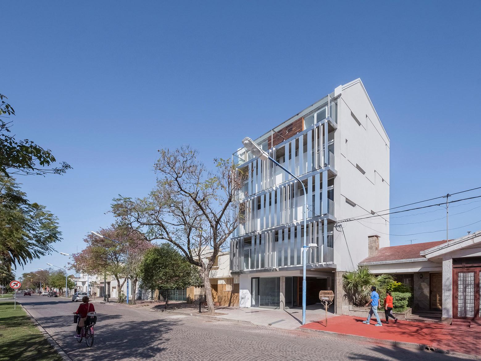 Edificio BL783 / Claudio Walter Arquitectos Asociados, © Ramiro Sosa