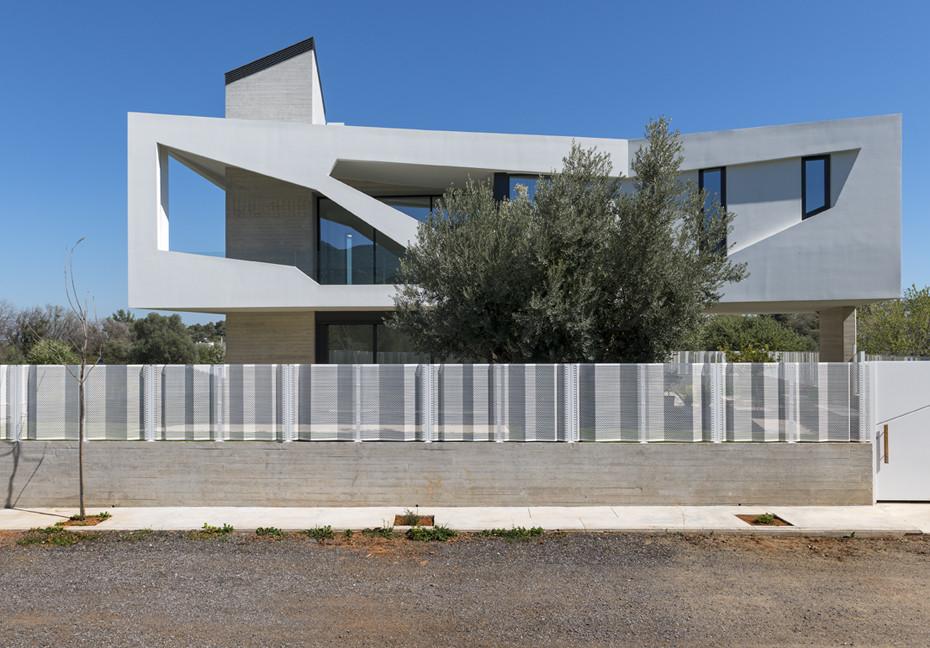 Paradox House / Klab Architecture, © Panos Kokkinias