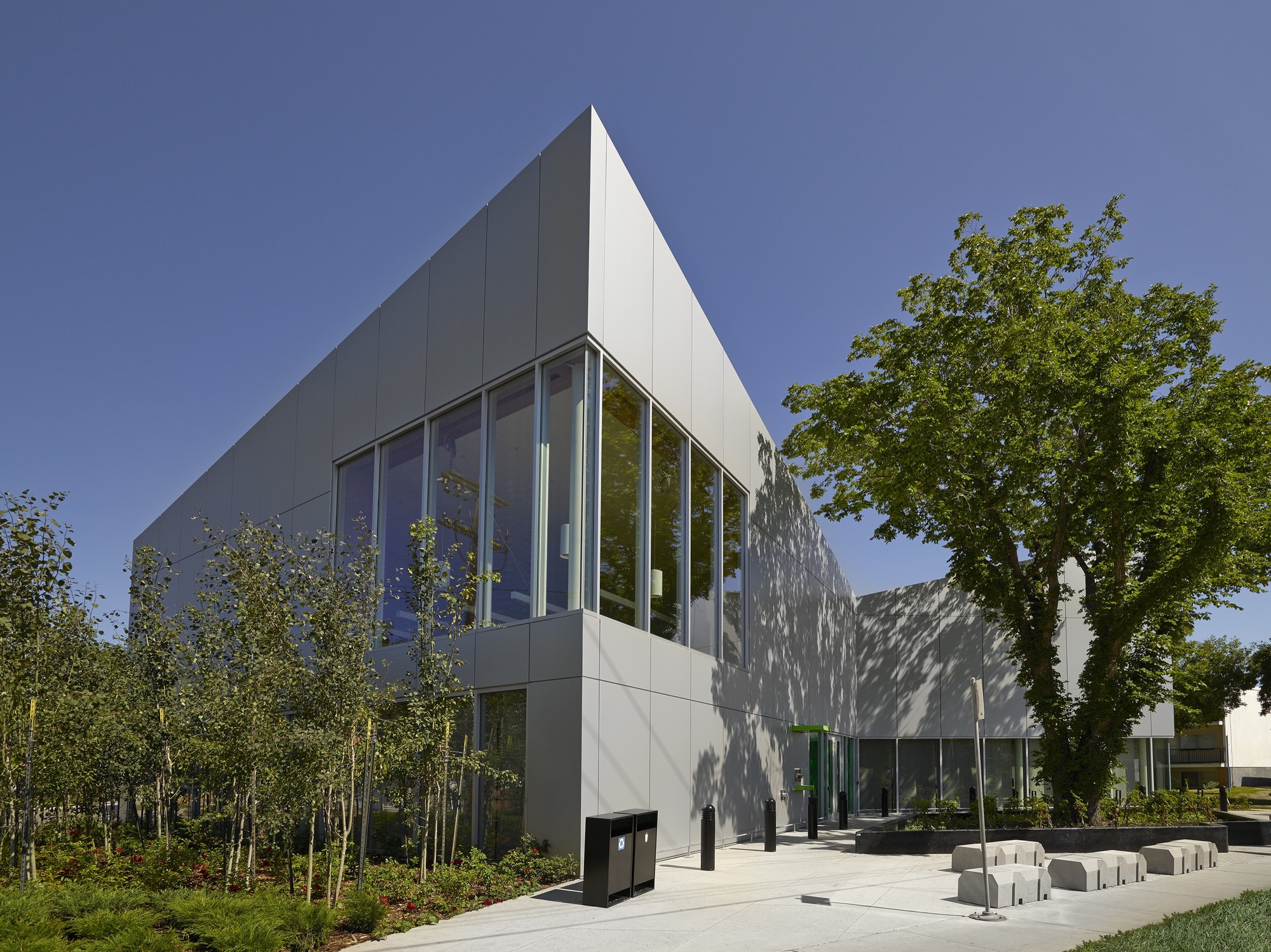 Highlands Branch Library / schmidt hammer lassen architects + Marshall Tittemore Architects, © Merle Prosofsky Photography